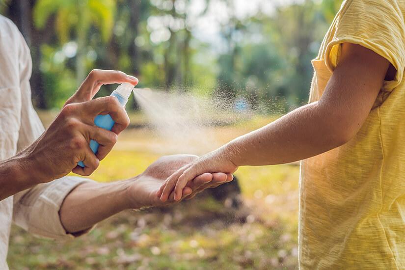 Schutz vor Moskitos mit Spray