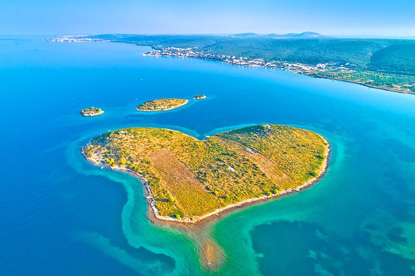Insel Galesnjak in Herzform