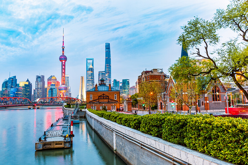 Skyline von Shanghai am Fluss