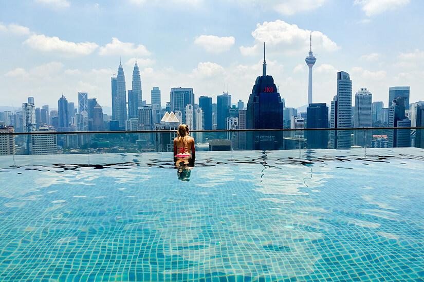 Ausblick vom Infinity Pool auf Kuala Lumpur