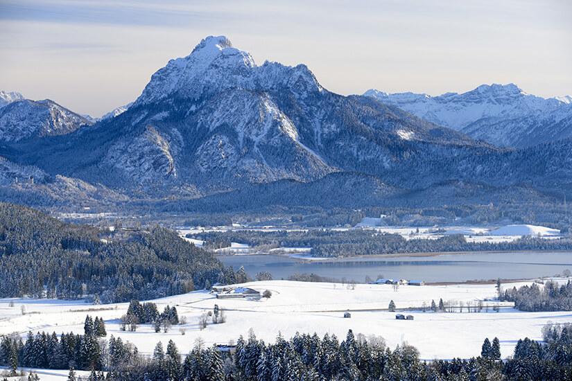 Berg Säuling und Hopfensee bei Füssen