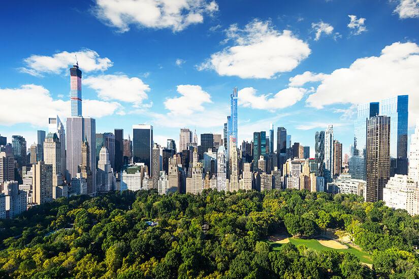 Central Park von Hochhäusern umgeben