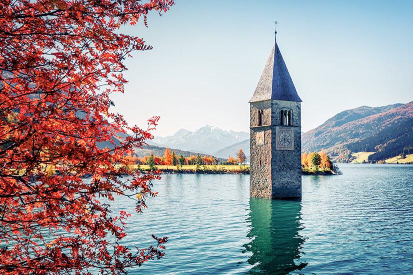 Die versunkene Kirche im Reschensee bestaunen