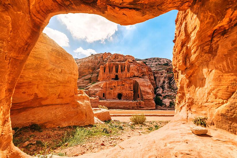 Durchblick auf die Felsenstadt Petra