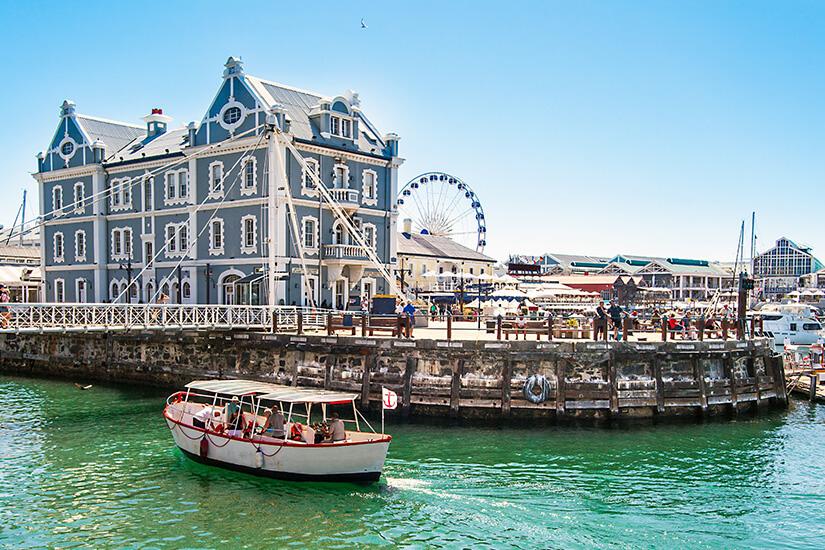 Waterfront mit historischen Gebäuden