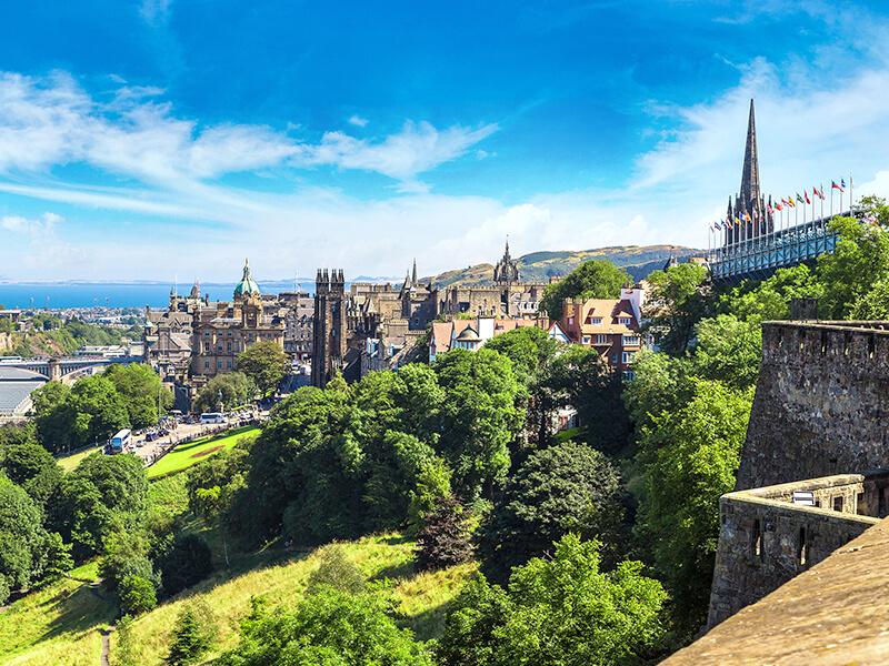 Panoramablick auf Edinburgh