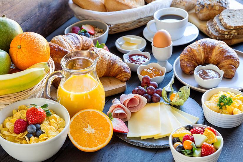 Zur Halbpension gehört ein reichhaltiges Frühstück