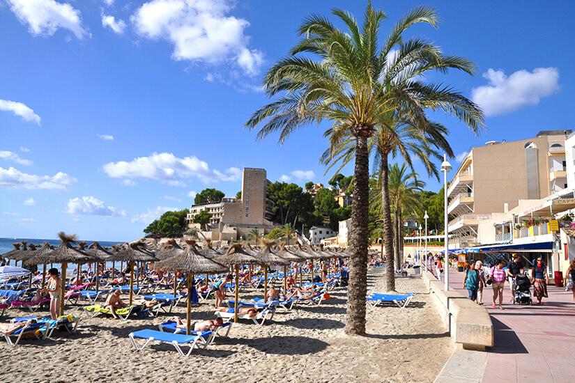 Playa Palmira mit Promenade