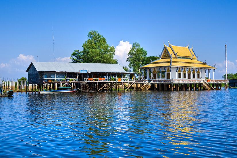1571828525_Floating Village