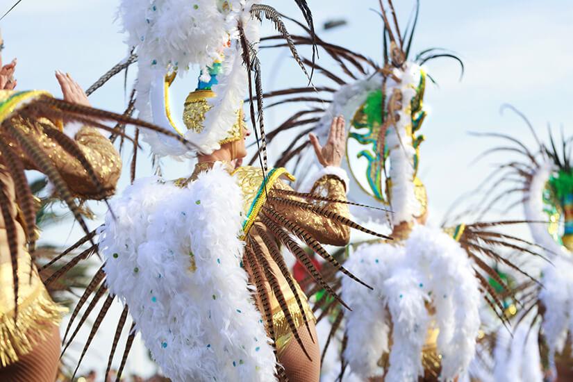 Der Karneval auf Teneriffa erinnert an den in Rio