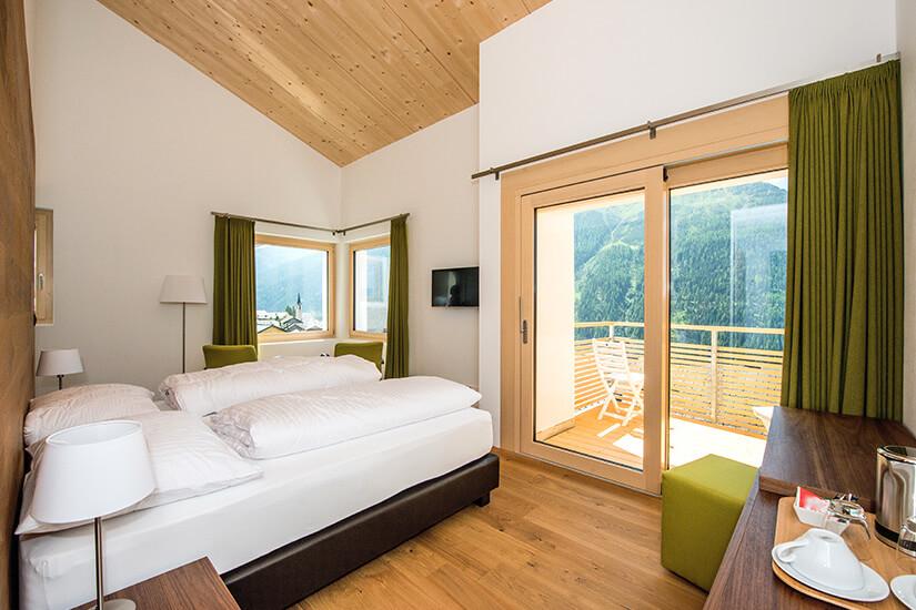Doppelzimmer mit Balkon und Ausblick