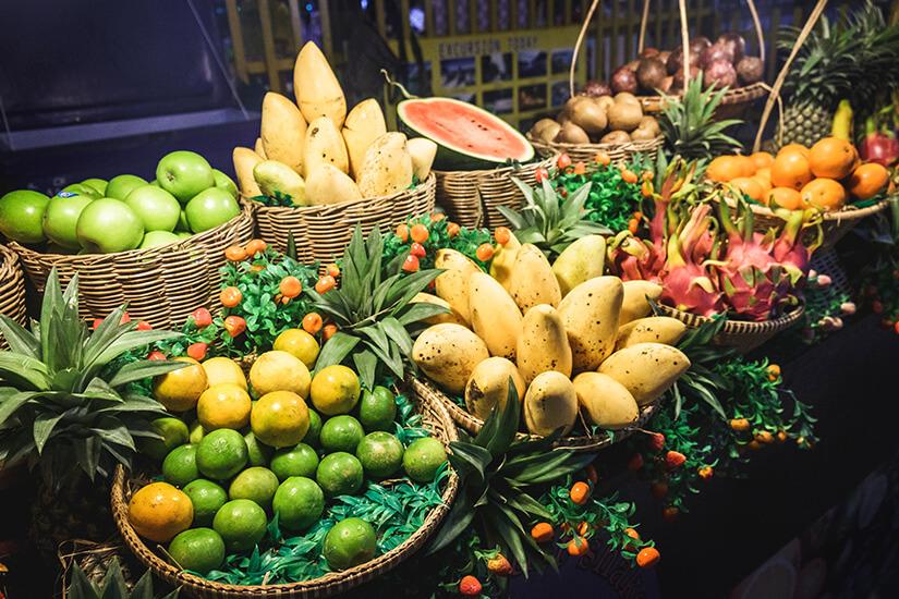 Exotische Früchte auf dem Nachtmarkt