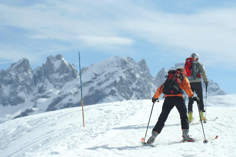 Mit Alpin Ski auf der Piste