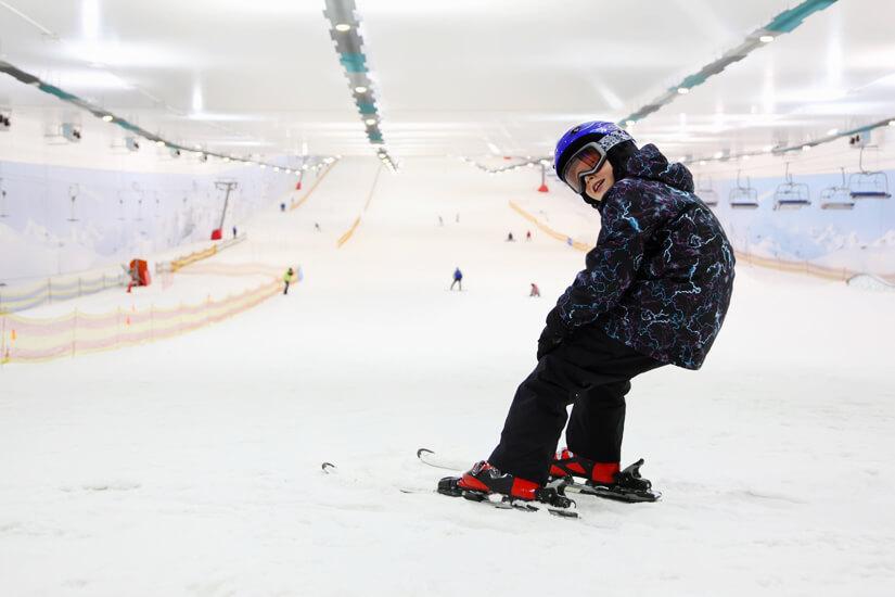 Indoor Skihalle mit Schnee bei jedem Wetter