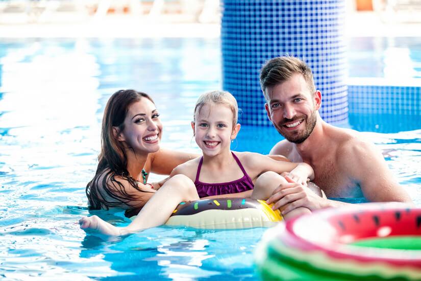 Badezeit im Indoor-Pool