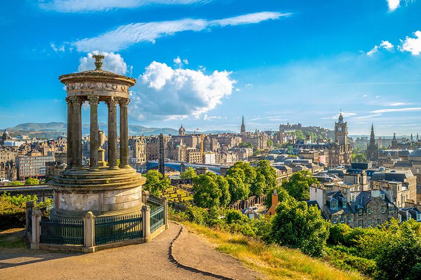 Calton Hill mit Blick auf Edinburgh