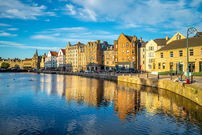 Hafenviertel Leith mit Blick aufs Wasser