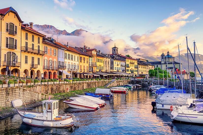 Boote am alten Hafen von Cannobio