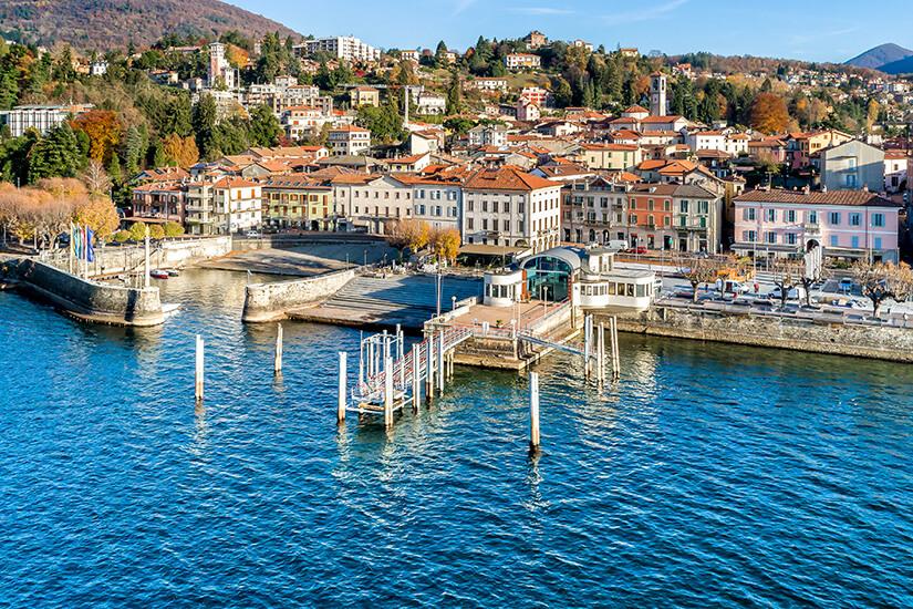 Blick auf Luino und den Hafen