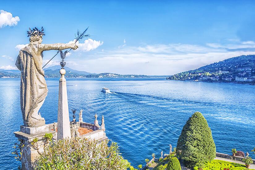 Skulptur und Blumengarten auf der Isola Bella