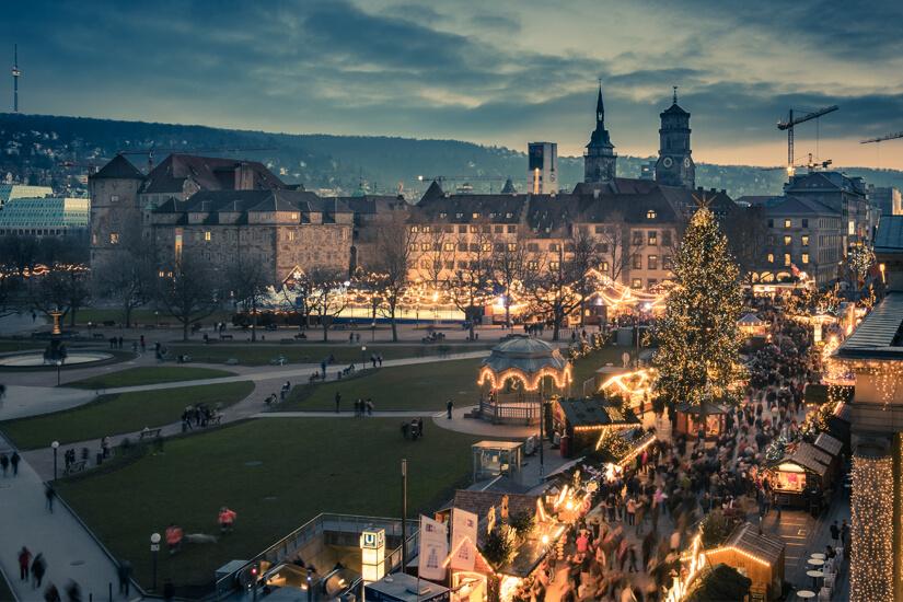Weihnachtsmarkt am Schlossplatz in Stuttgart