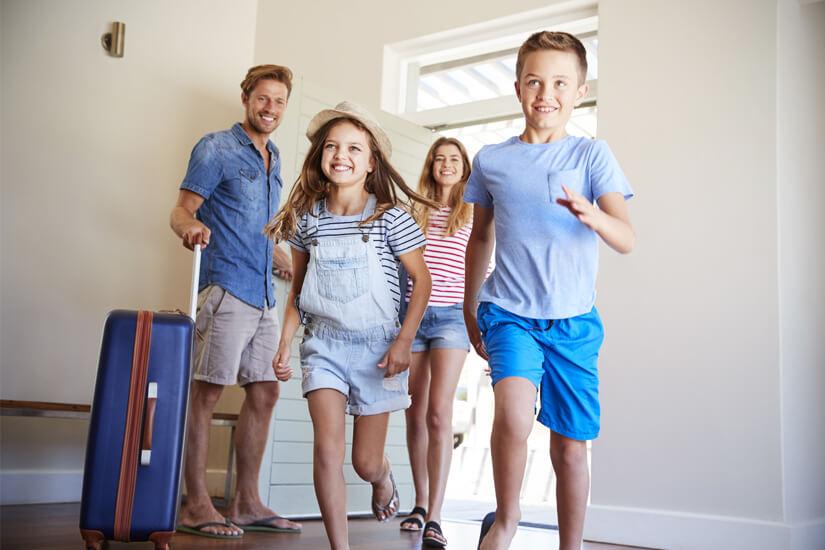 Voller Freude ab ins Familienzimmer