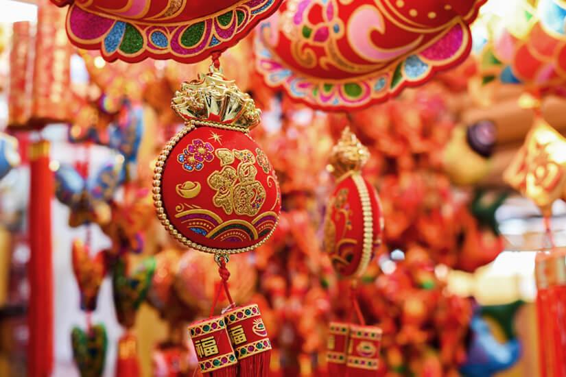 Zum Chinesischen Neujahrsfest wird traditionell in Rot geschmückt