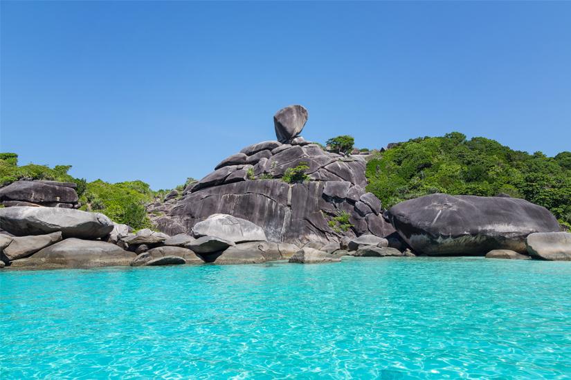 Glasklares Wasser vor den Similan-Inseln