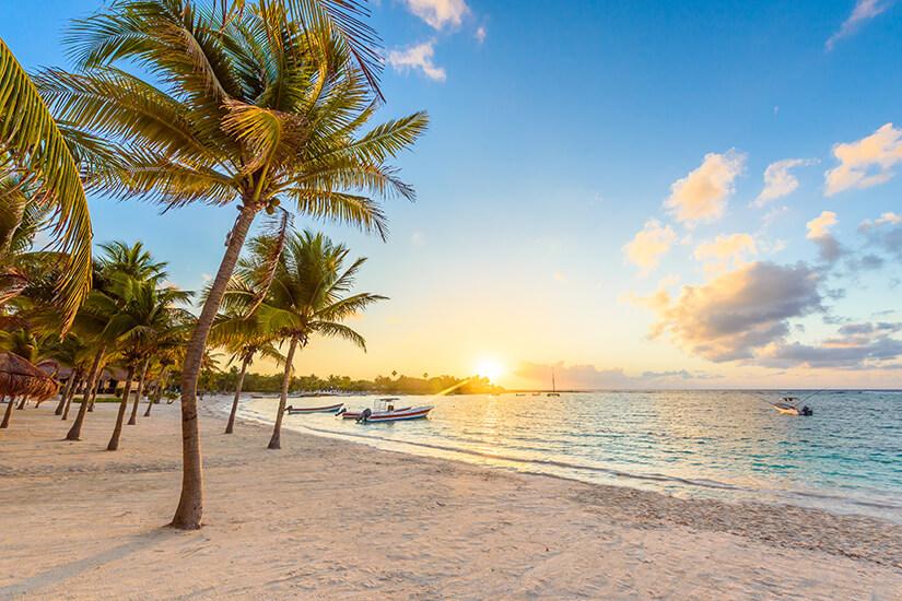 Sonnenuntergang am Strand der Riviera Maya
