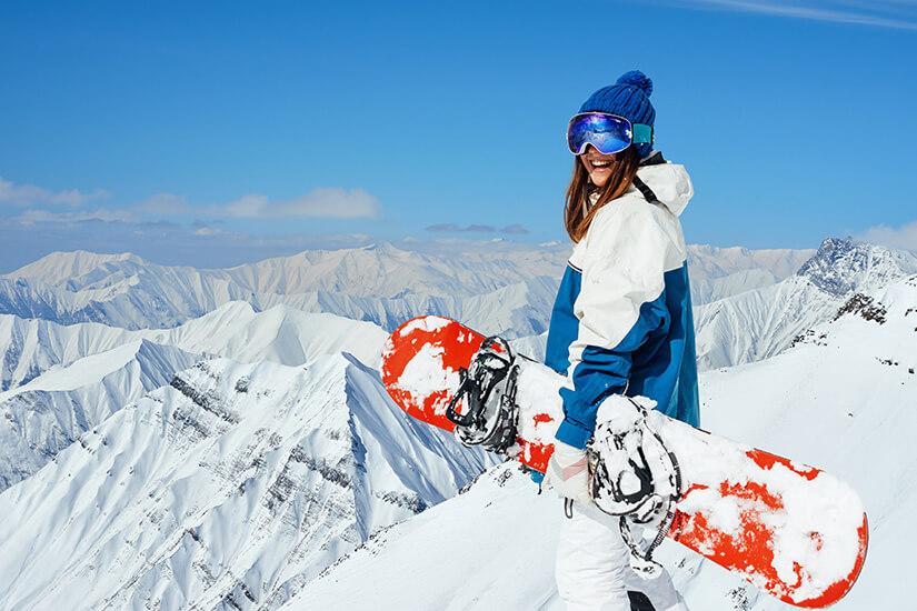 Mit dem Snowboard im Schnee