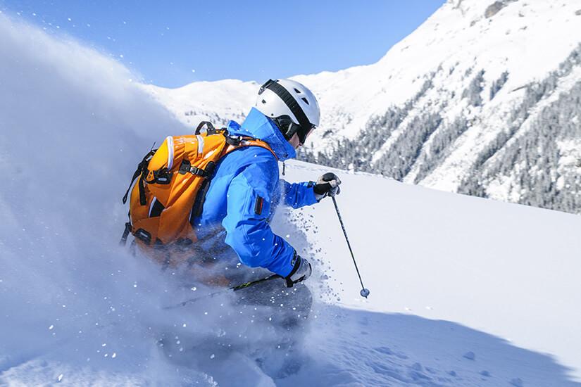In einen Ski-Rucksack passen viele nützliche Dinge
