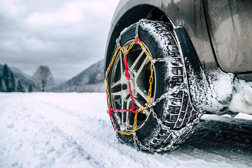 In vielen Skigebieten sind Schneeketten Pflicht