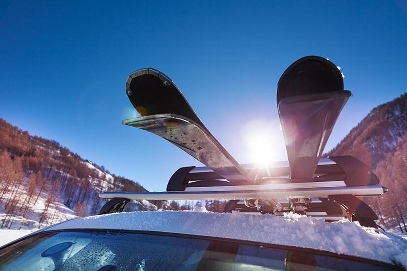 Skier passen gut aufs Dach