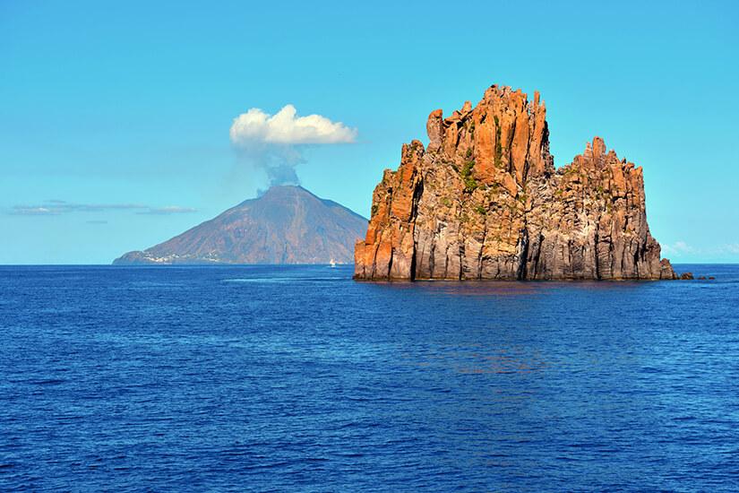 Vulkan Stromboli gehört zu den Liparischen Inseln
