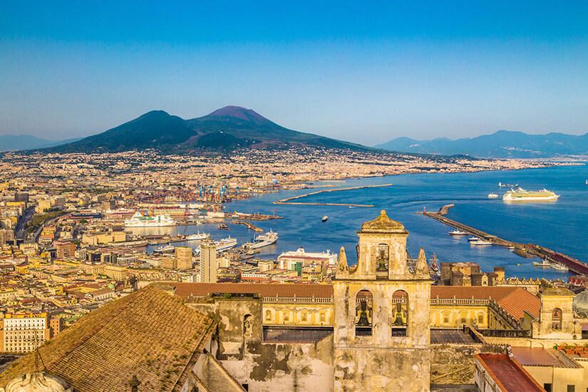 Neapel und der Vesuv in Italien