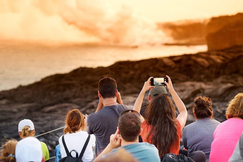 Besuchergruppe am Kilauea auf Hawaii