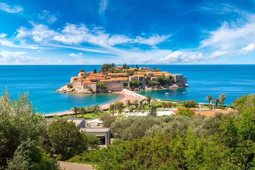 Vorgelagerte Insel Sveti Stefan in Budva