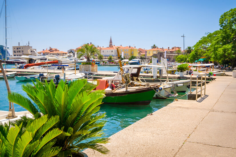 Hafen in der Altstadt von Budva