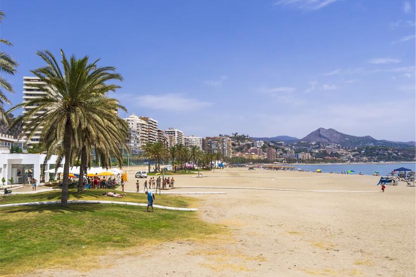 Baden und flanieren am Stadtstrand von Málaga