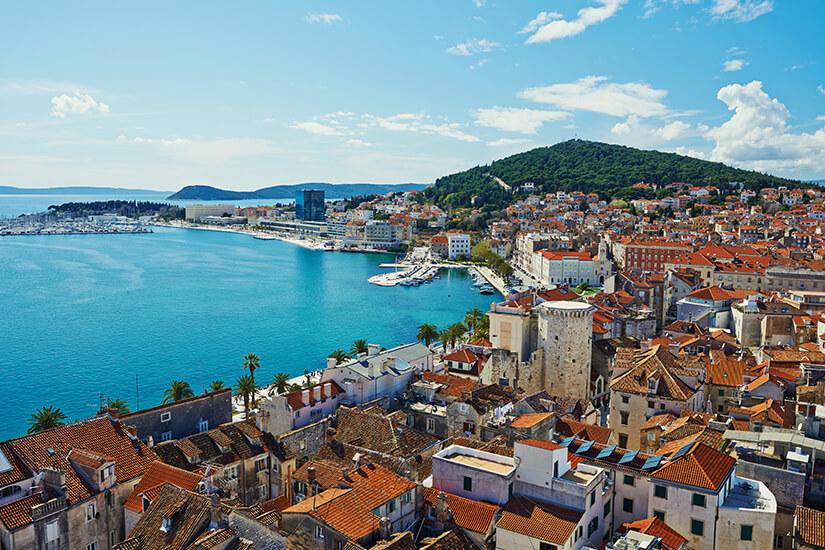 Blick auf Altstadt und Hafen von Split