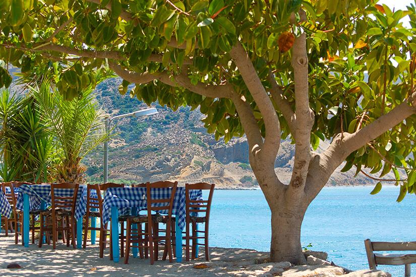 Außenbereich einer griechischen Taverne