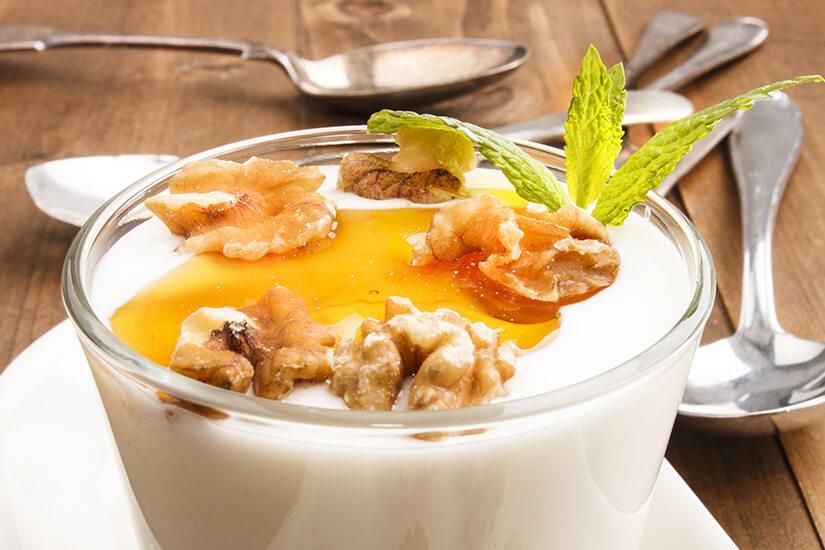 Griechischer Joghurt mit Honig & Walnüssen