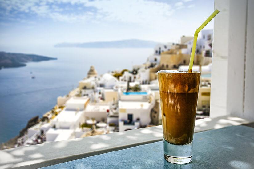 Café frappé im Griechenland-Urlaub