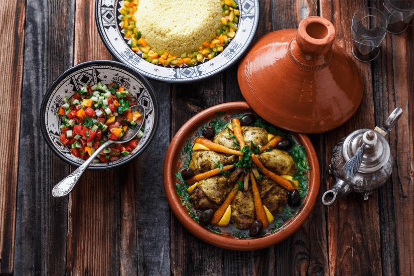 Typische Tajine mit Couscous