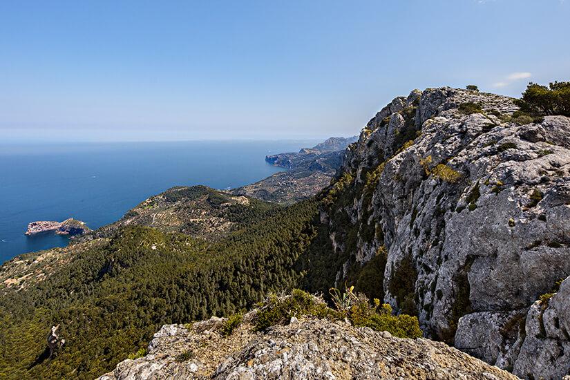 Puig des Caragol mit Blick aufs Mittelmeer