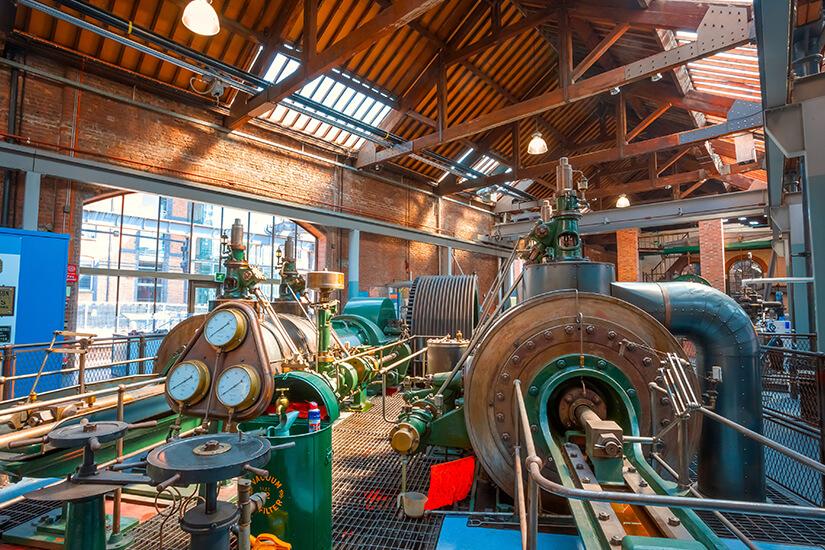 Museum mit alten Industriemaschinen