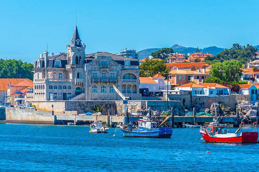 Fischkutter im Hafen von Cascais bei Lissabon