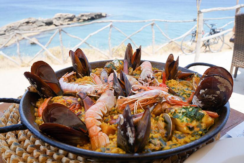 Paella auf Mallorca genießen