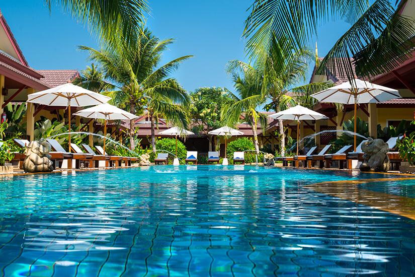 Tropisches Resort Hotel mit Pool