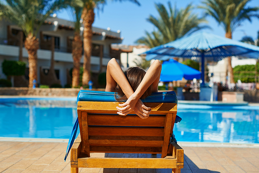 Alleine entspannen am Pool